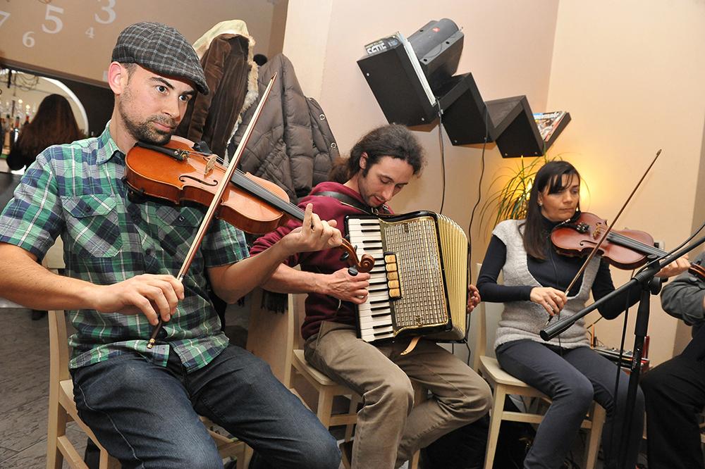 Lodi , febbraio 2014 gruppo musica folk celtica irlandese Lodine